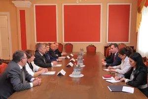 Члены Контрольно-бюджетной комиссии МПА СНГ встретились с Артаком Закаряном