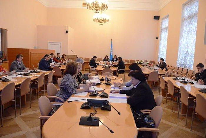 Парламентарии и эксперты рассматривают вопросы в области государственного строительства и местного самоуправления