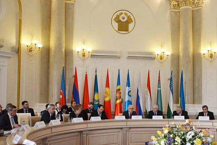 Алексей Сергеев ведет международную конференцию  в Минске