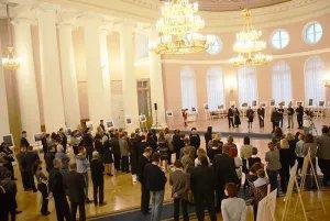 В Таврическом дворце открылась IX фотовыставка «Петербург -  в мире, мир в Петербурге…»