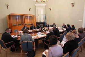 Правовые вопросы обсуждают в стенах Таврического дворца