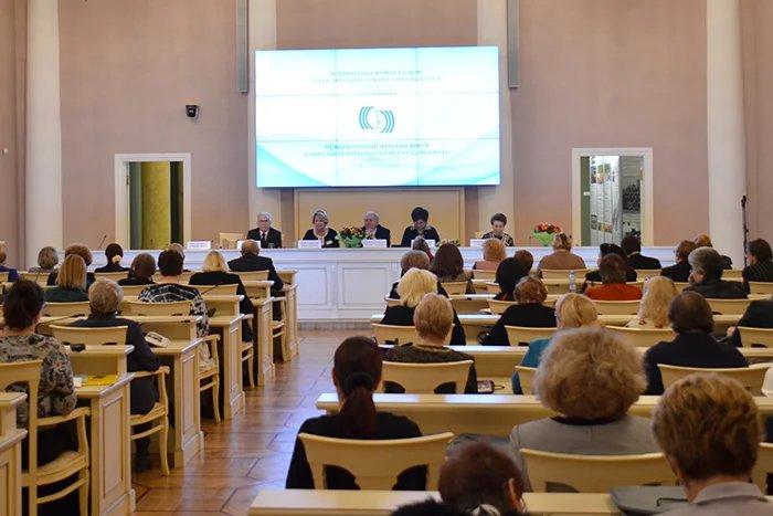 В Таврическом дворце проходит международный женский форум