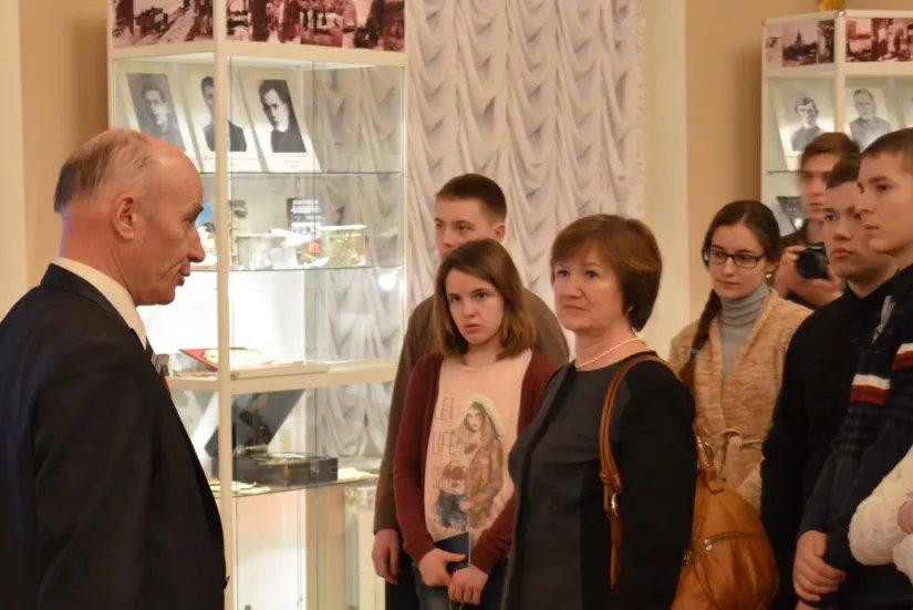 Участники Международного образовательного проекта «Мосты дружбы» осмотрели выставку «Подвиг Ленинграда»
