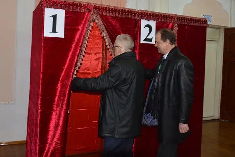 Международные наблюдатели от МПА СНГ встретились с первыми проголосовавшими