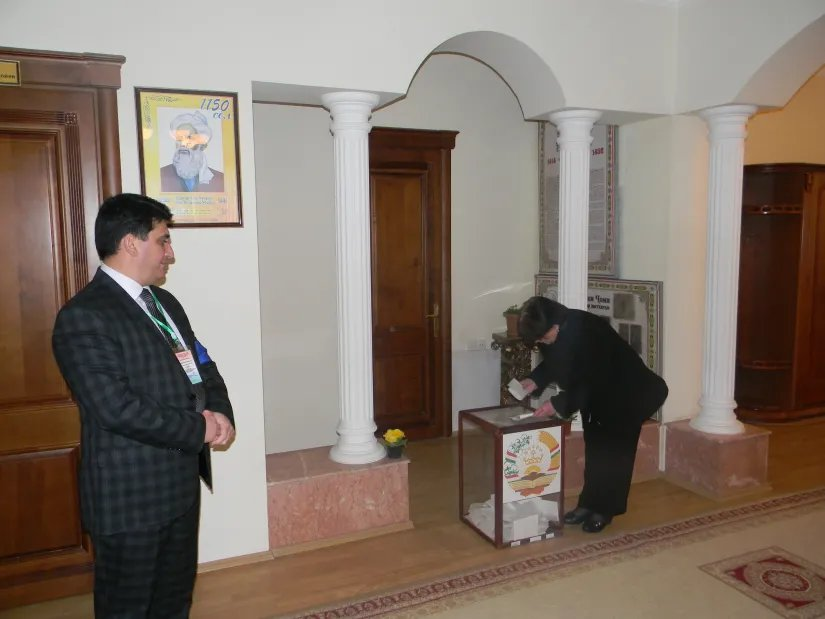 Сотрудники Бакинского филиала МИМРД МПА СНГ наблюдают за выборами в Посольстве Республики Таджикистан в Баку