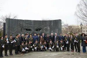 Делегация МПА СНГ возложила цветы к памятникам Победы в Великой Отечественной войне и Рихарду Зорге