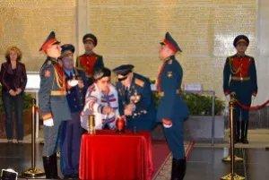 Вечный огонь из Еревана привезли в Санкт-Петербург