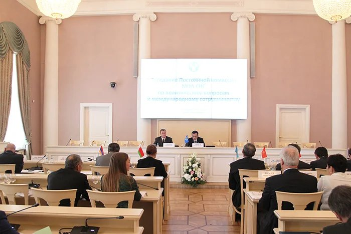 Политические вопросы рассматривают в Петербурге