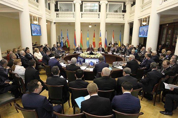 Петербург вновь стал центром парламентаризма
