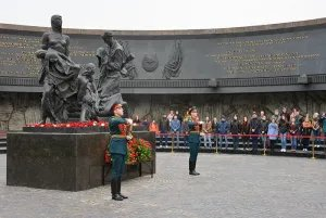 «Огонь Содружества» передали в  Монумент героическим защитникам Ленинграда