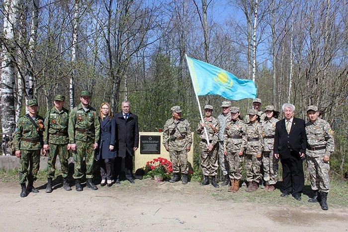 В Ленинградской области установили мемориальную доску павшим в Великой Отечественной войне