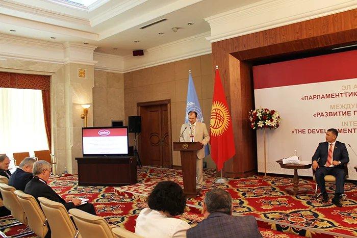 Эксперты обсудили развитие парламентской демократии в Кыргызской Республике