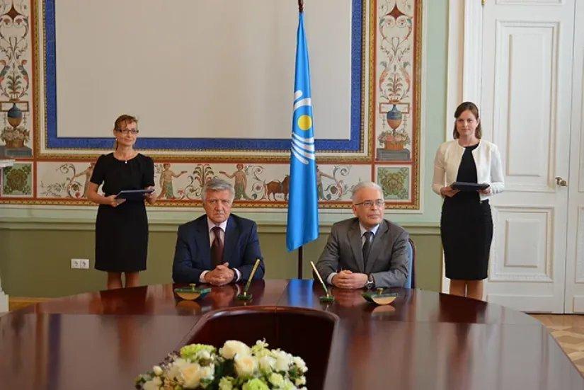 Алексей Сергеев  и Владимир Шамахов подписали соглашение о сотрудничестве