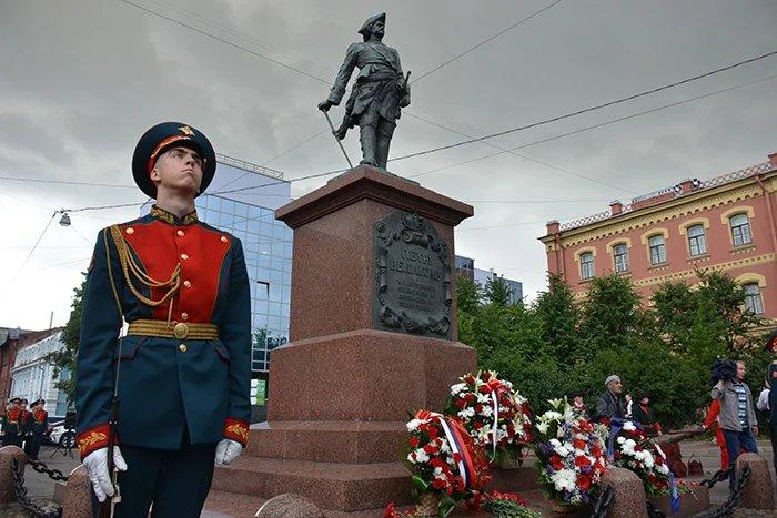 Военно-патриотический фестиваль проходит в Санкт-Петербурге