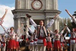 Молдова празднует Национальный день языка – Лимба Ноастрэ