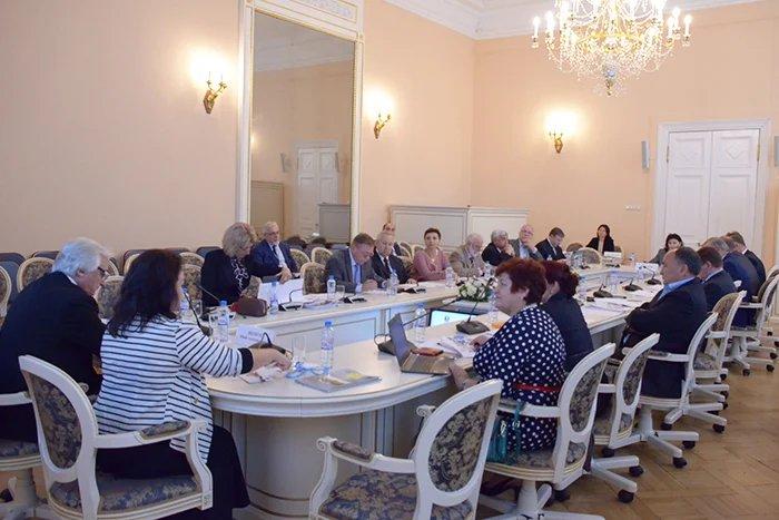 В Таврическом дворце состоялось заседание Экспертного совета по здравоохранению при МПА СНГ