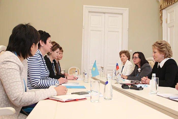 Валетнина Матвиенко встретилась с  Гульшарой Абдыкаликовой