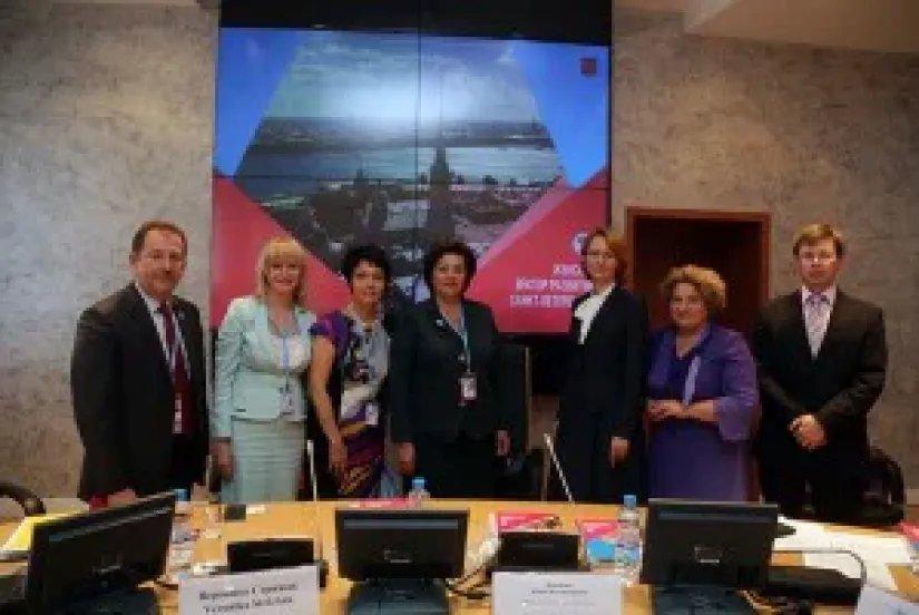 Участники Евразийского женского форума обсудили роль женщины в общественной жизни Санкт-Петербурга