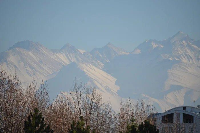 Международные наблюдатели от МПА СНГ прибывают в Бишкек