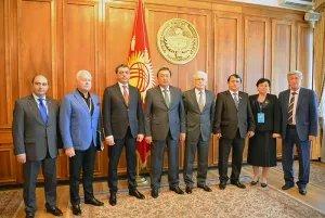 Международные наблюдатели МПА СНГ встретились с Асылбеком Жээнбековым