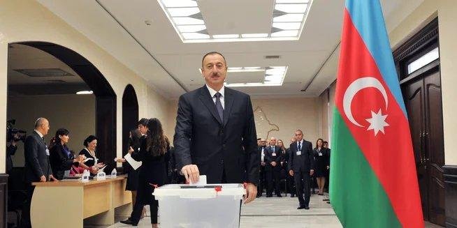 Президент Азербайджана проголосовал на избирательном участке номер 6