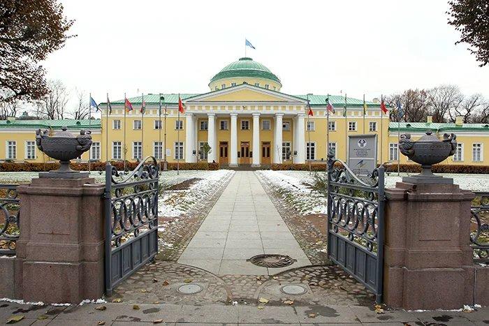 В Таврический дворец прибывают парламентские делегации