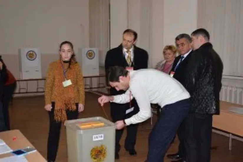 Референдум по изменениям Конституции Республики Армения начался