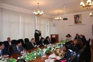 Бакинский филиал МИМРД провел дискуссию о роли СМИ в демократическом государстве