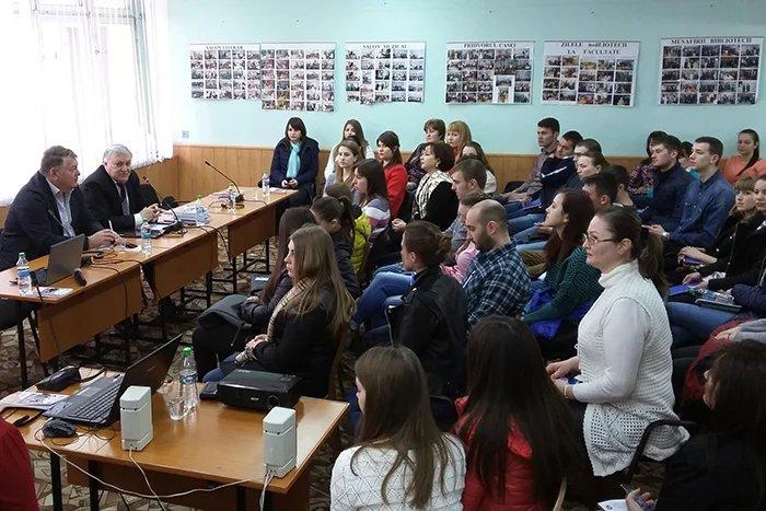 Заседание дискуссионного клуба о формировании гражданской позиции у молодых избирателей прошло в Бельцах