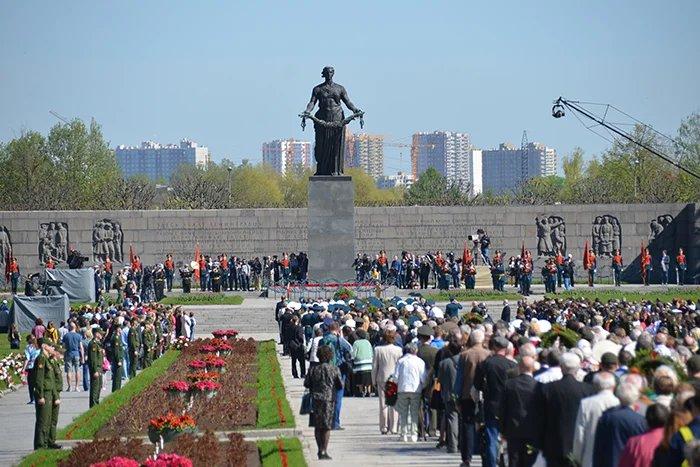 Представители МПА СНГ приняли участие в торжественно-траурной церемонии на Пискаревском мемориальном кладбище