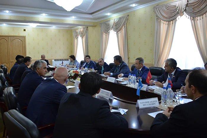 Наблюдатели от МПА СНГ встретились с Председателем Маджлиси намояндагон Маджлиси Оли Республики Таджикистан Шукурджоном Зухуровым и с разработчиками проекта  Конституции Республики Таджикистан