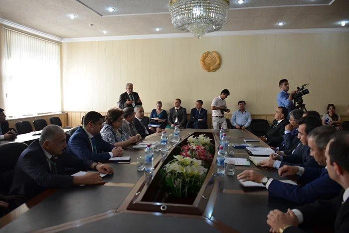 Предстоящий референдум обсудили наблюдатели от МПА СНГ с председателем Центральной комиссии по выборам и референдумам и главой Конституционного Суда Республики Таджикистан