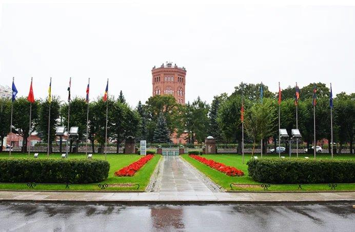 В Таврическом дворце почтили память погибших граждан Кыргызской Республики