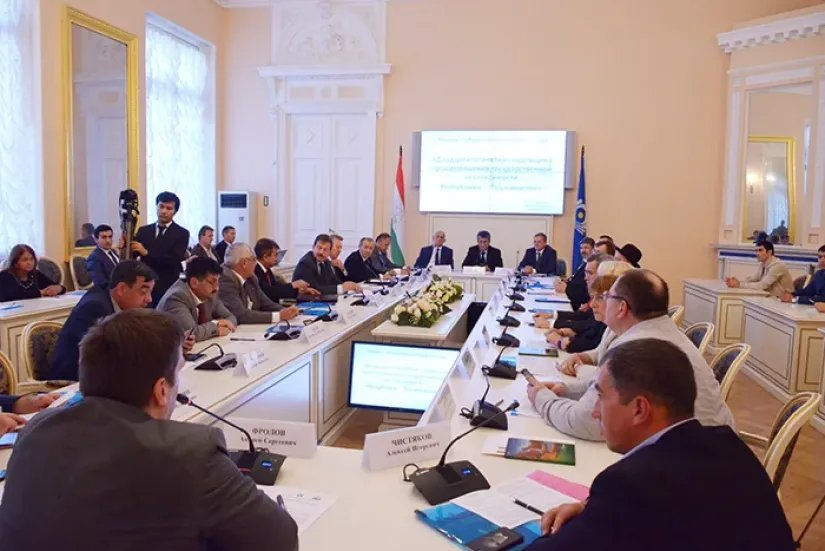 В Таврическом дворце состоялась общественно-научная конференция, посвященная 25-летию государственной независимости Республики Таджикистан