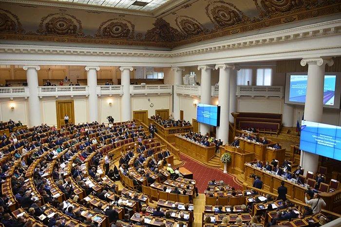 В Таврическом дворце проходит пленарное заседание конгресса, посвященного безопасности на дорогах