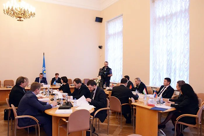 Вопросы обороны и безопасности рассмотрели на заседании в Таврическом дворце