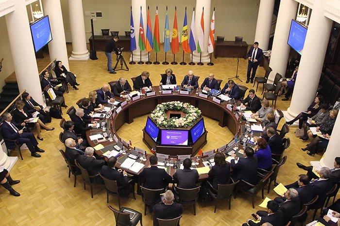 В Таврическом дворце состоялось заседание Консультативного совета по защите прав потребителей государств — участников СНГ