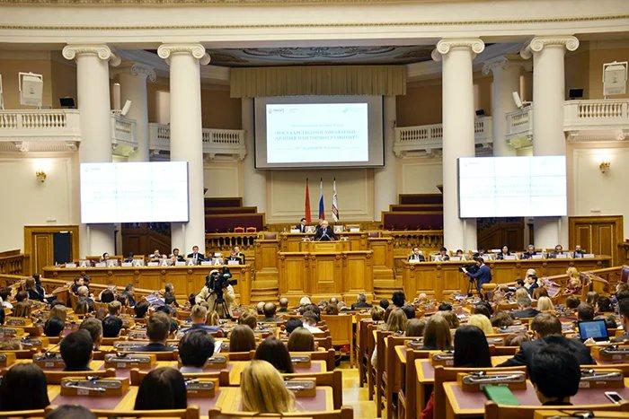 В Таврическом дворце открылось пленарное заседание международного форума «Государственное управление — драйвер или тормоз развития?»