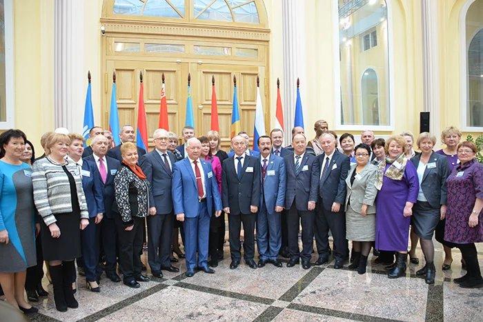 Конференция Международного объединения профсоюзов работников связи стран СНГ открылась в Таврическом дворце