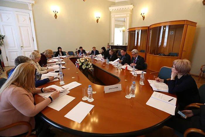 О вопросах модельного законотворчества в сфере науки и образования говорили в Таврическом дворце