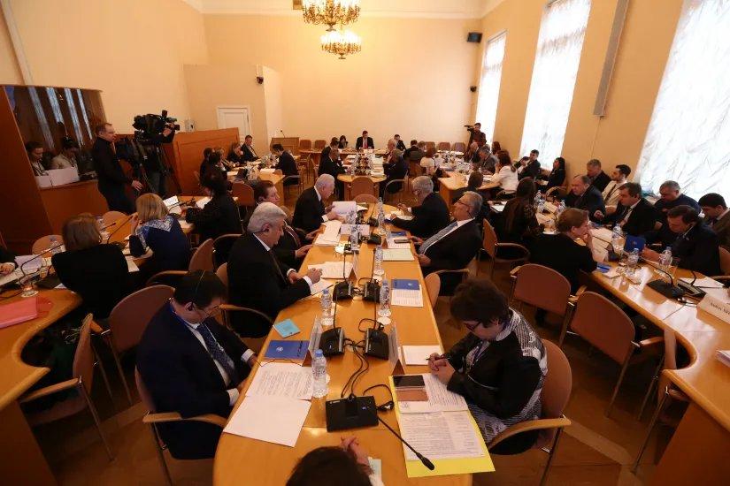 В Таврическом дворце состоялась оживленная дискуссия по политическим вопросам и международному сотрудничеству