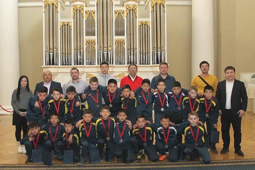 Таврический дворец посетила детская футбольная команда из Кыргызской Республики