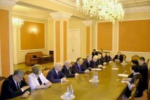 Группа международных наблюдателей от МПА СНГ встретилась с Эдуардом Шармазановым