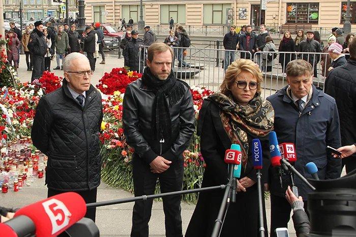 Председатель Совета МПА СНГ почтила память погибших в результате взрыва в метро в Санкт-Петербурге