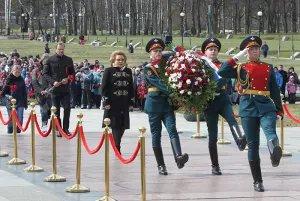 Председатель Совета МПА СНГ приняла участие в торжественно-траурной церемонии на Пискаревском мемориальном кладбище
