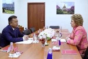 Валентина Матвиенко встретилась с Чыныбаем Турсунбековым на полях XXI ПМЭФ