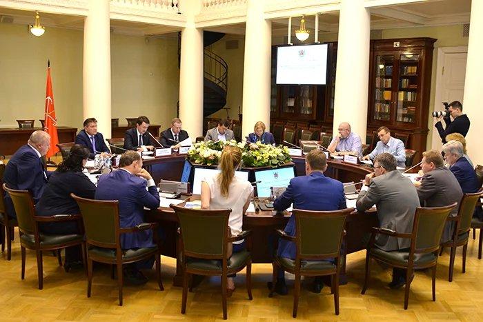 Вопросы развития транспортной системы Санкт-Петербурга обсудили в Таврическом дворце