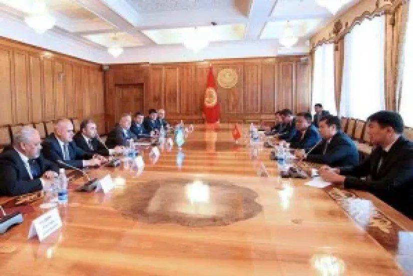 Наблюдатели от МПА СНГ встретились с Председателем Жогорку Кенеша Кыргызской Республики Чыныбаем Турсунбековым