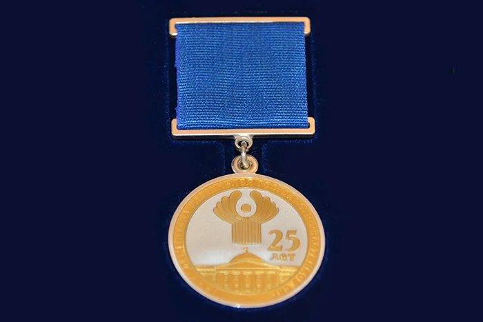 Алексей Сергеев вручил сотрудникам Секретариата Совета МПА СНГ награды в честь 25-летия организации
