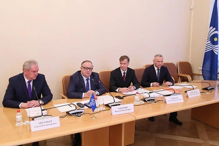 Вопросы обороны и безопасности обсудили в Таврическом дворце